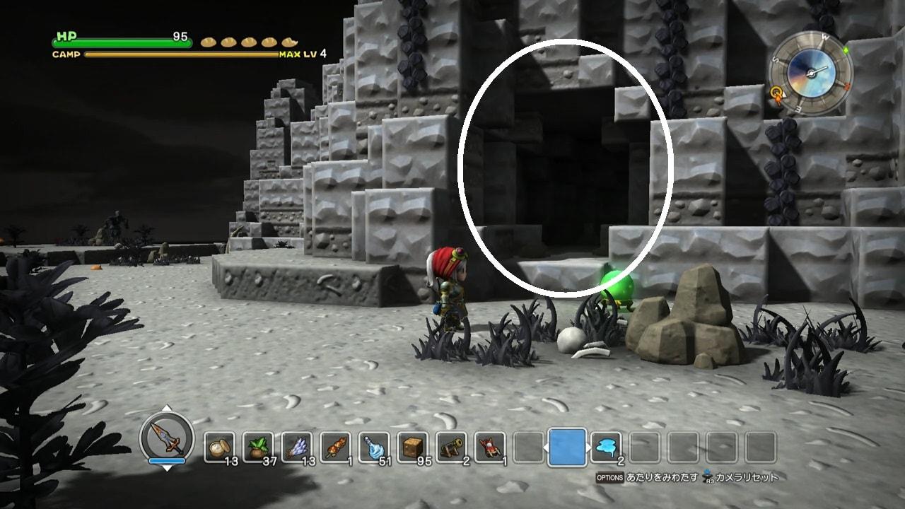岩穴の穴を発見